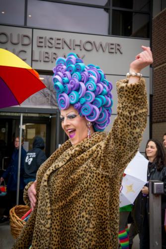 Drag Queen Shirley Delta Blow